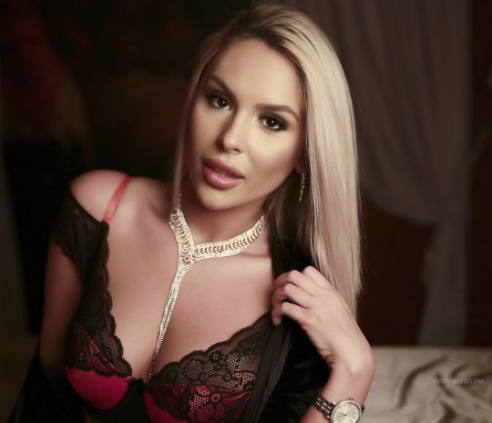 Blond sex Live DesirableSelena